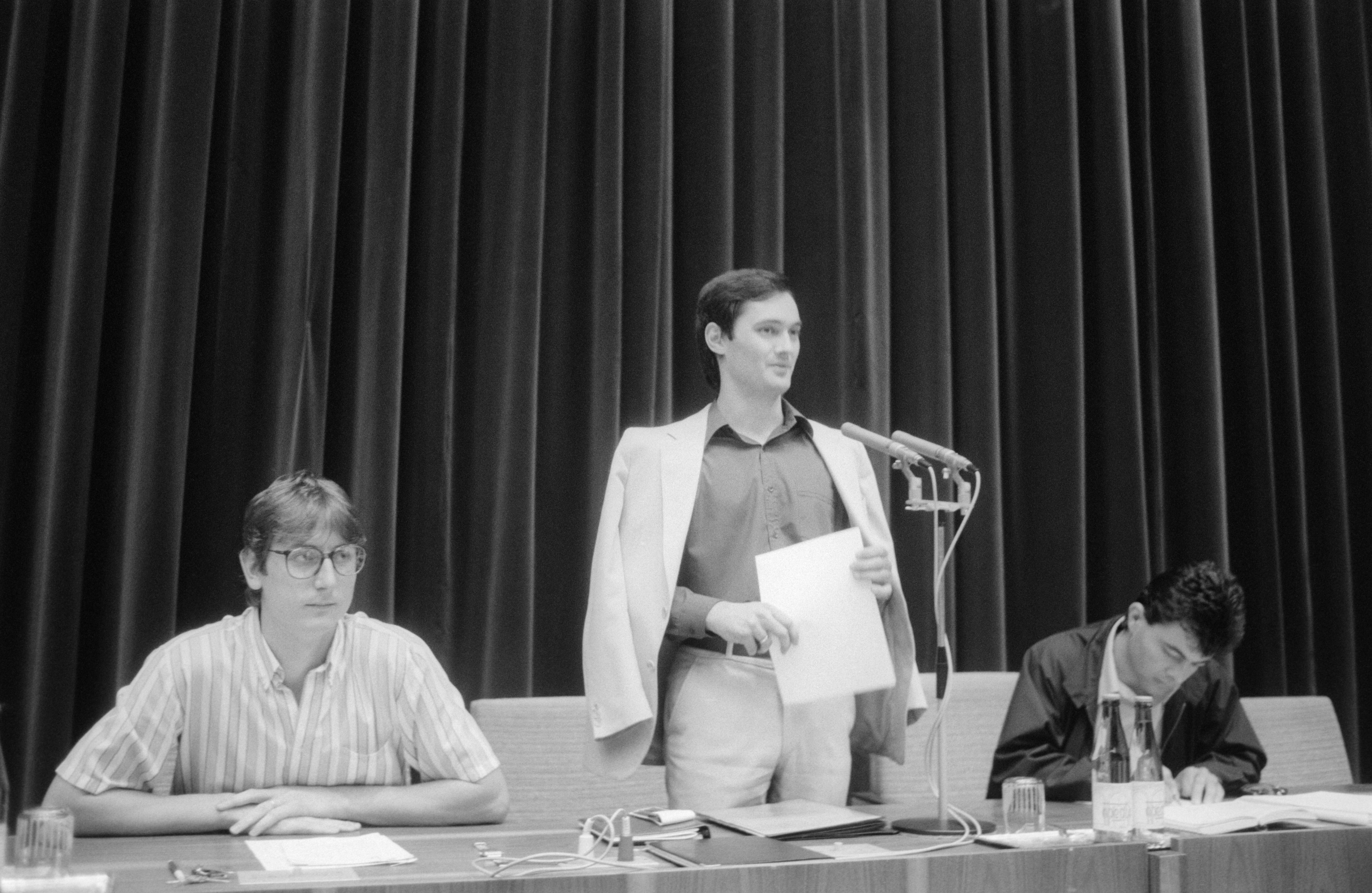 Nagy Imre (áll) már Gyurcsány legyőzése után, 1989 nyarán /Fotó: MTI