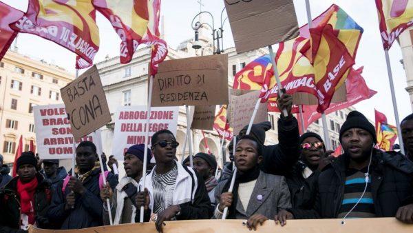 Húszezer migráns tüntet Rómában 2017 (Gettyimageshungary)