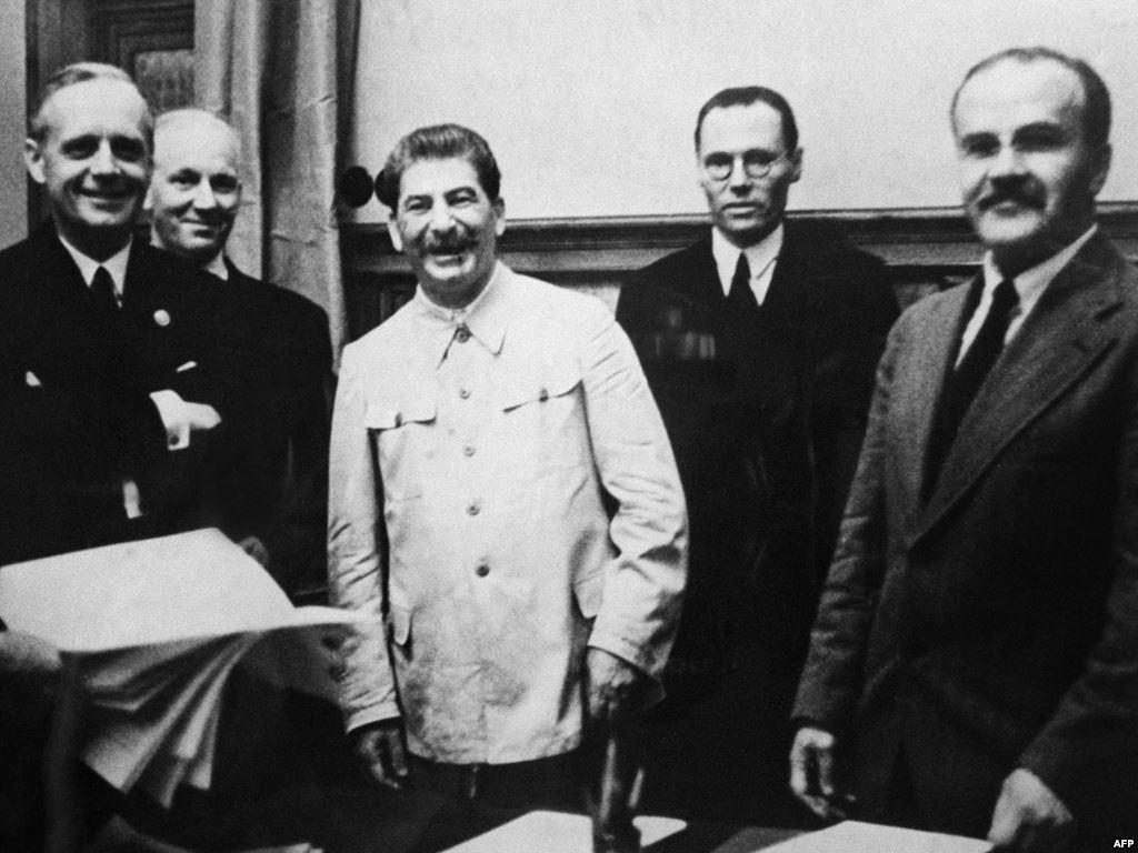 Együtt a két csapat, Sztálin és Hitler emberei / Forrás. Wikipedia
