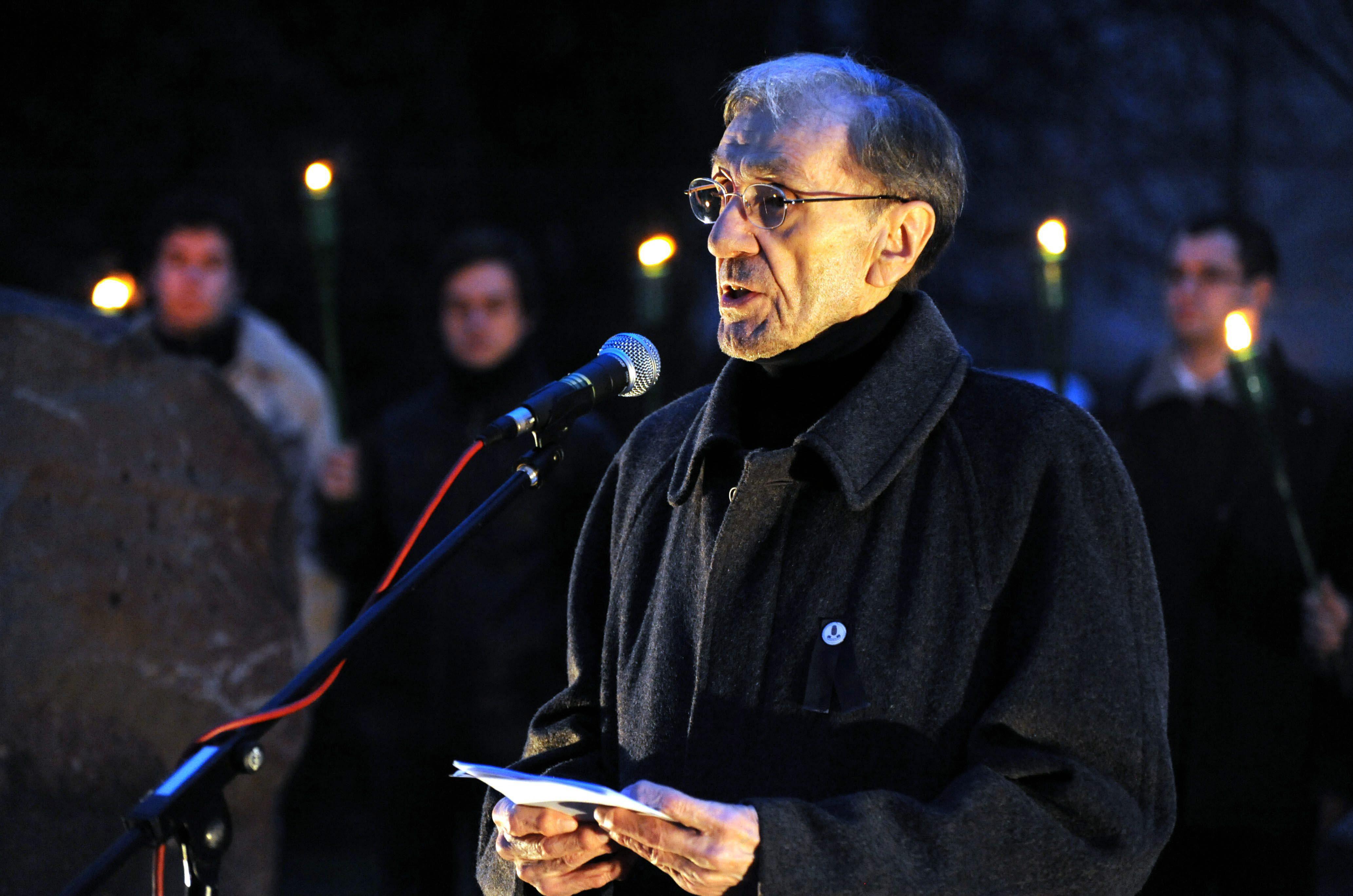 Menczer Gusztáv, a Szovjetunióban Volt Magyar Politikai Rabok és Kényszermunkások Szervezetének elnöke beszédet mond / Fotó: MTI