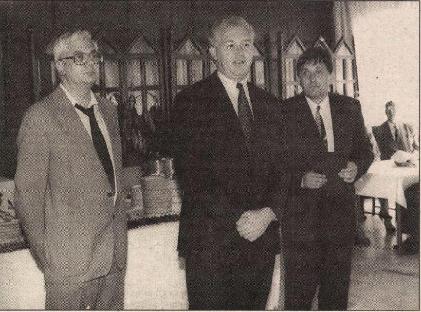 Bayer József középen, mellette balra az egyik átmentett kommunista főszerkesztője, Kaposi Levente / Forrás: Heves Megyei Népújság, Arcanum
