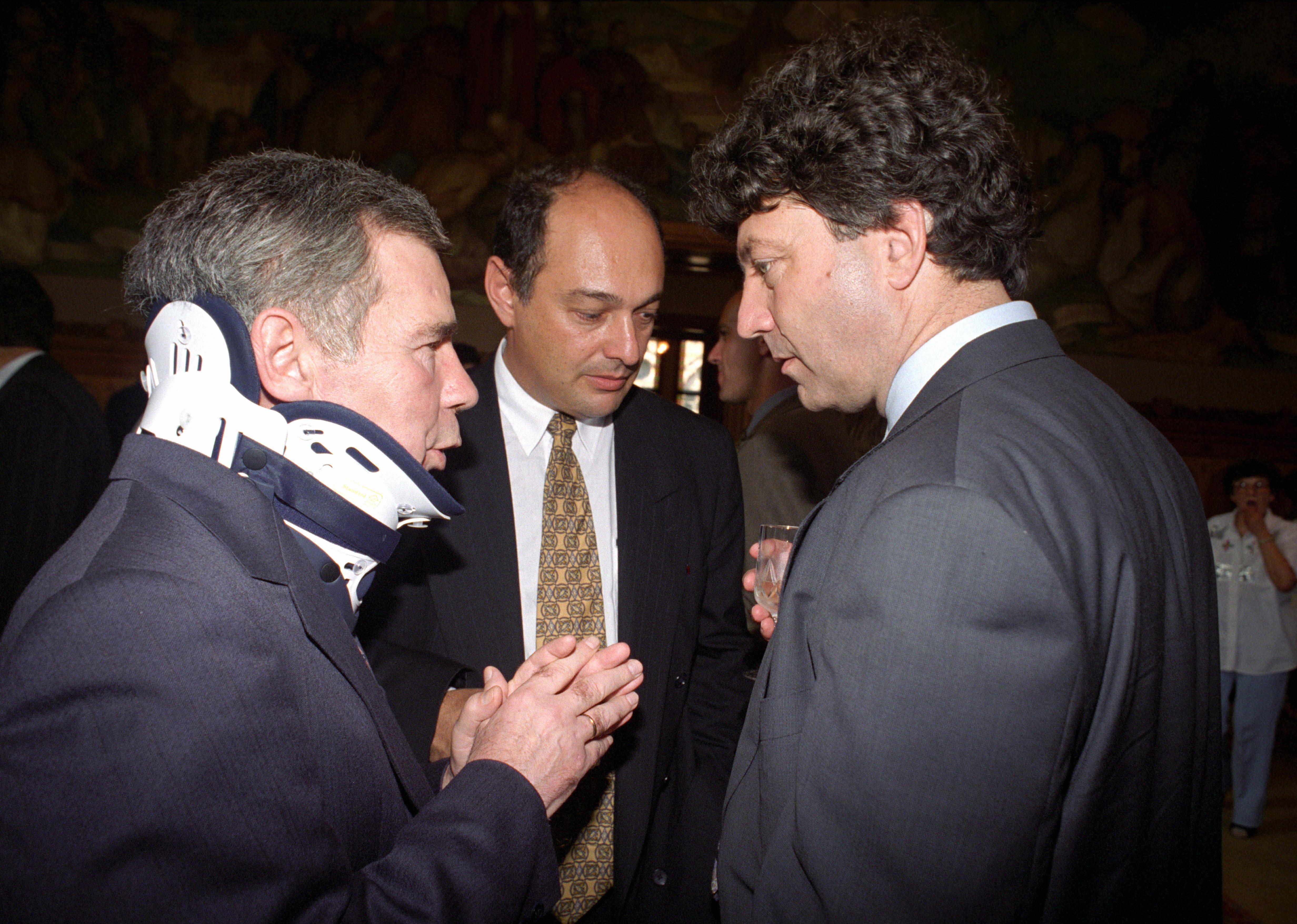"""Még ez hiányzott Horn Gyulának. Egy """"belső"""" háború. Horn, Szekeres Imre és Petõ Iván még 1994 nyarán / Fotó: MTI"""