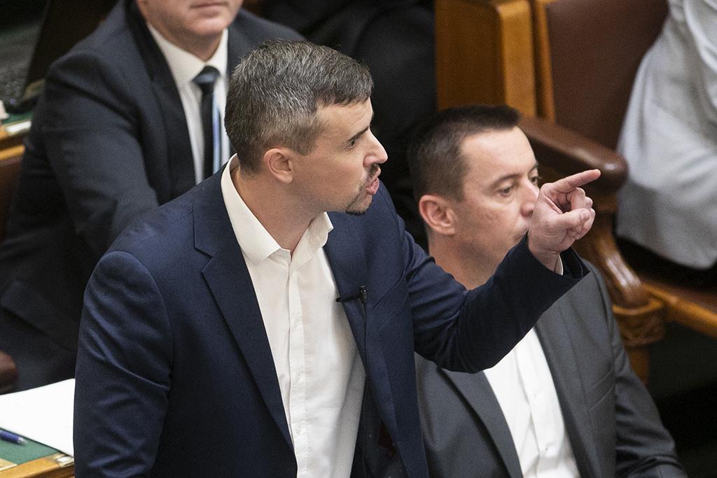 """Ismét lecsapott a """"diktatúra"""": felmentették Jakab Pétert - PestiSrácok"""