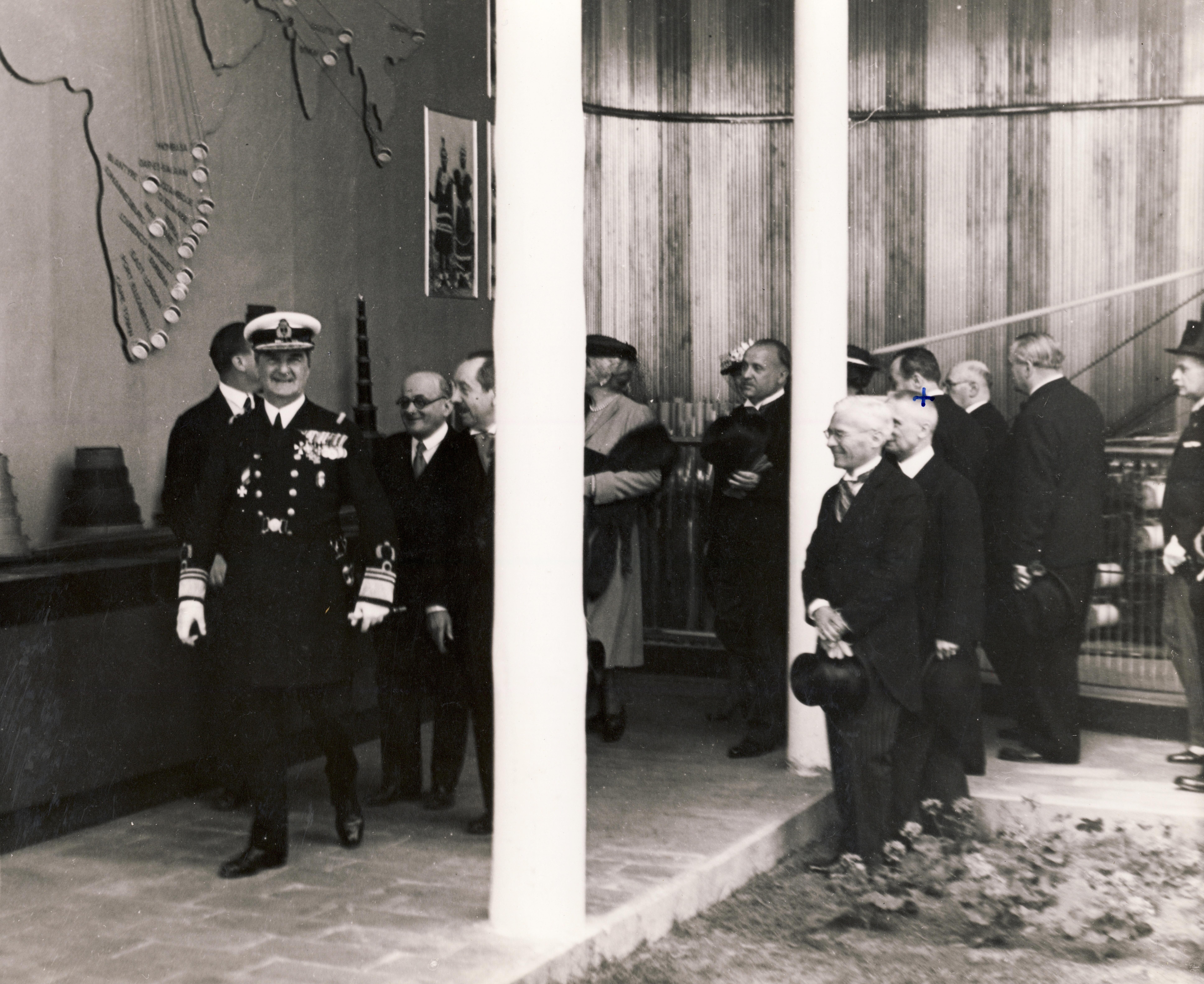 1939, Horthy Miklós kormányzó, mögötte szemüveggel Chorin Ferenc a Gyáriparosok Országos Szövetsége elnöke / Fotó: Fortepan.hu, ADOMÁNYOZÓ: HANSER MÁRIA