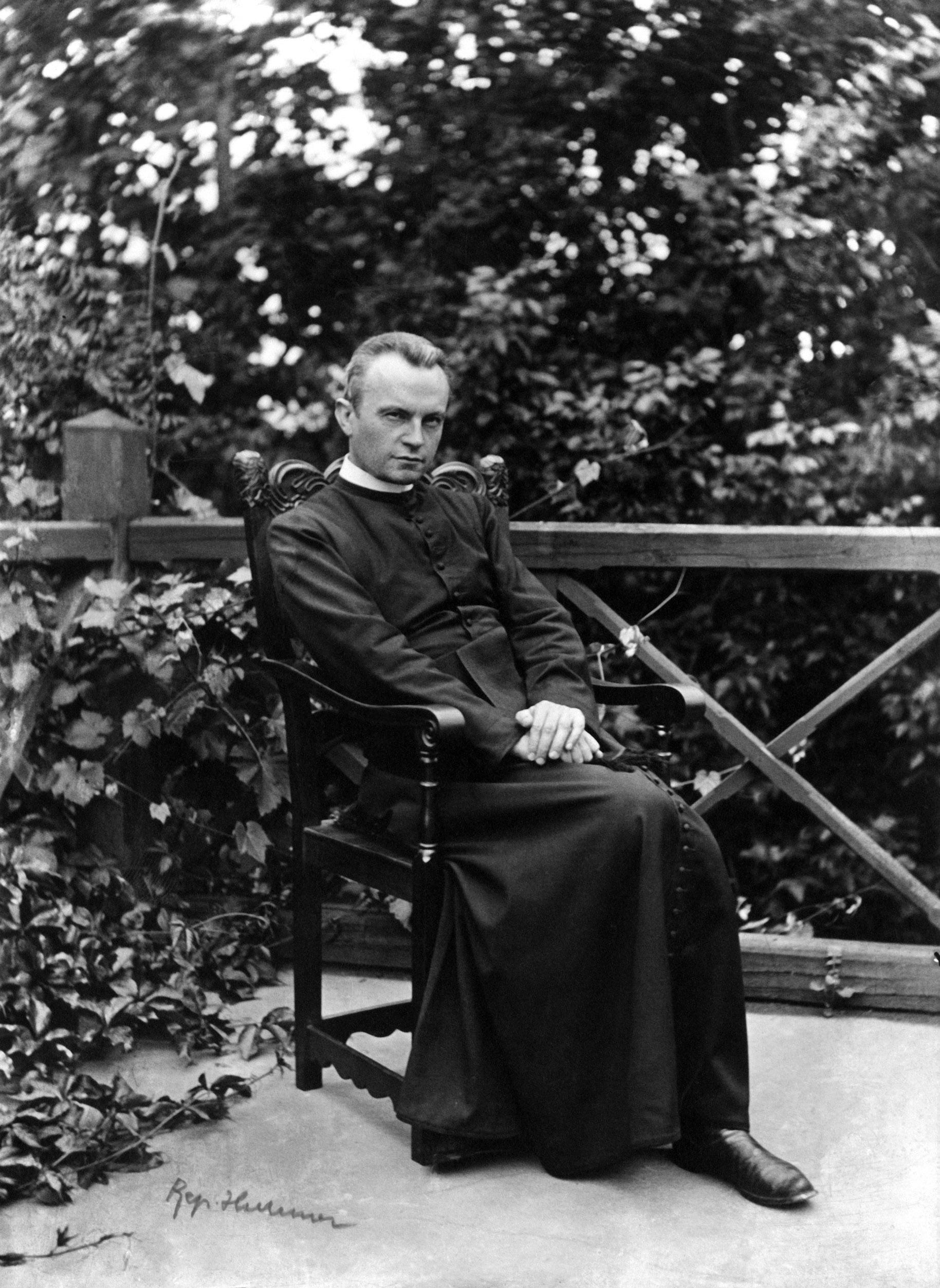 Prohászka Ottokár székesfehérvári püspök. Az eredeti felvétel készítésének pontos dátuma ismeretlen. A reprodukciót Czimbal Gyula, az MTI fotóriportere készítette 2006. február 23-án, /Forrás: MTI