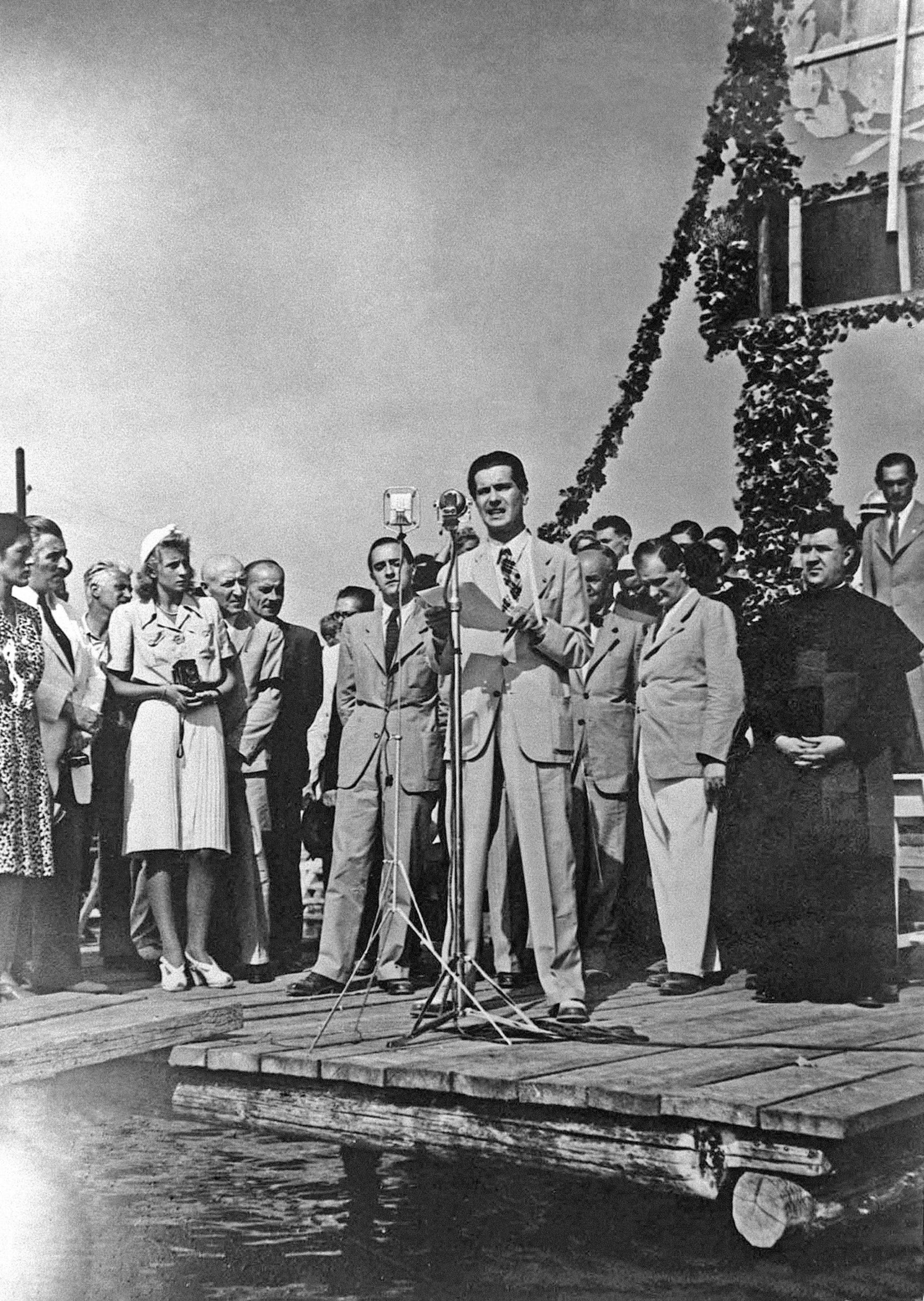 Ifj. Horthy Miklós, Horthy Miklós, Magyarország kormányzójának kisebbik fia egy szabadkai gyûlésen beszél 1943. augusztusában / Fotó: MTI