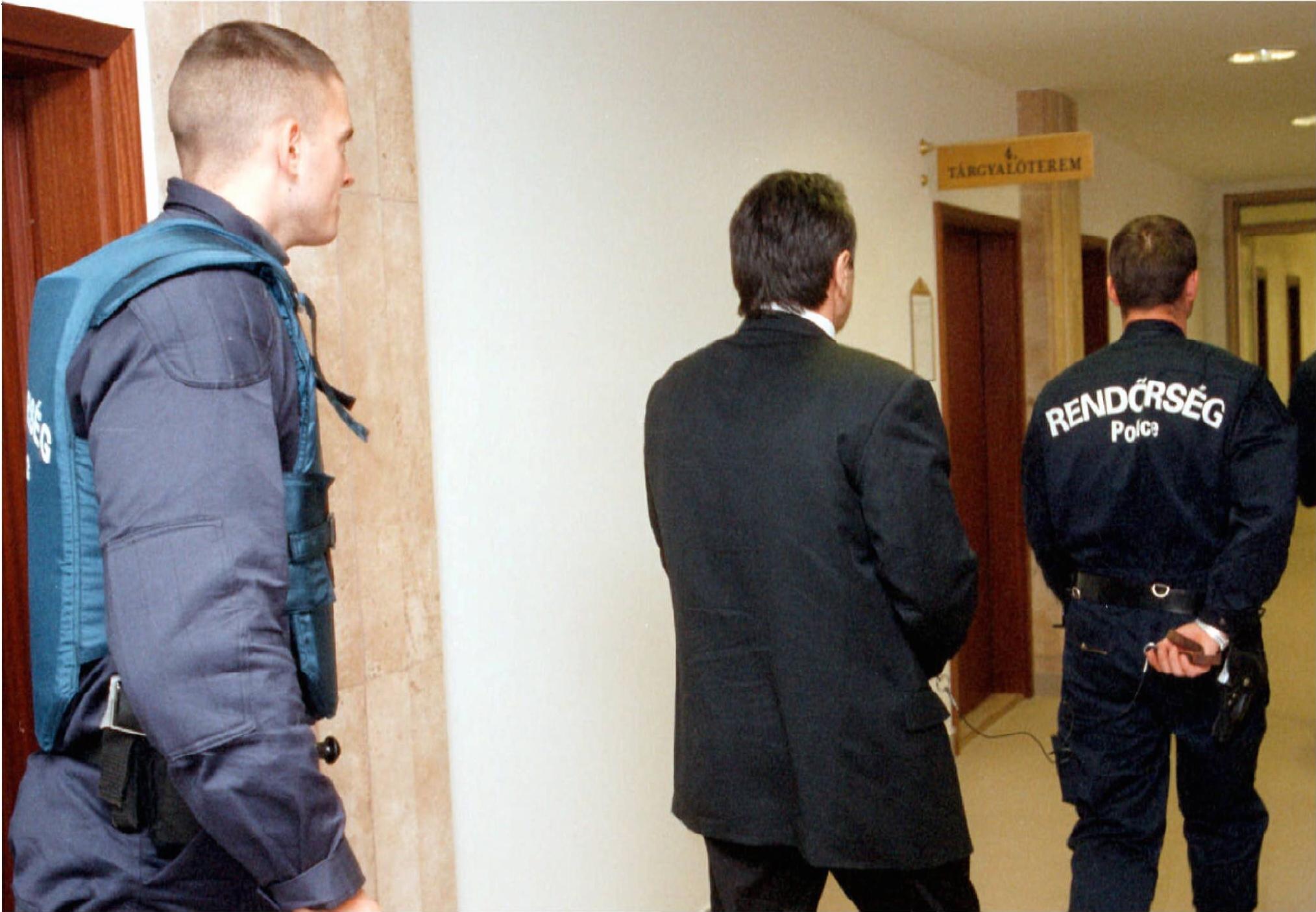 A Baranya megyei Bíróságon elnapolták az Energol Rt. két vezetõjének bírósági tárgyalását. / Fotó: MTI
