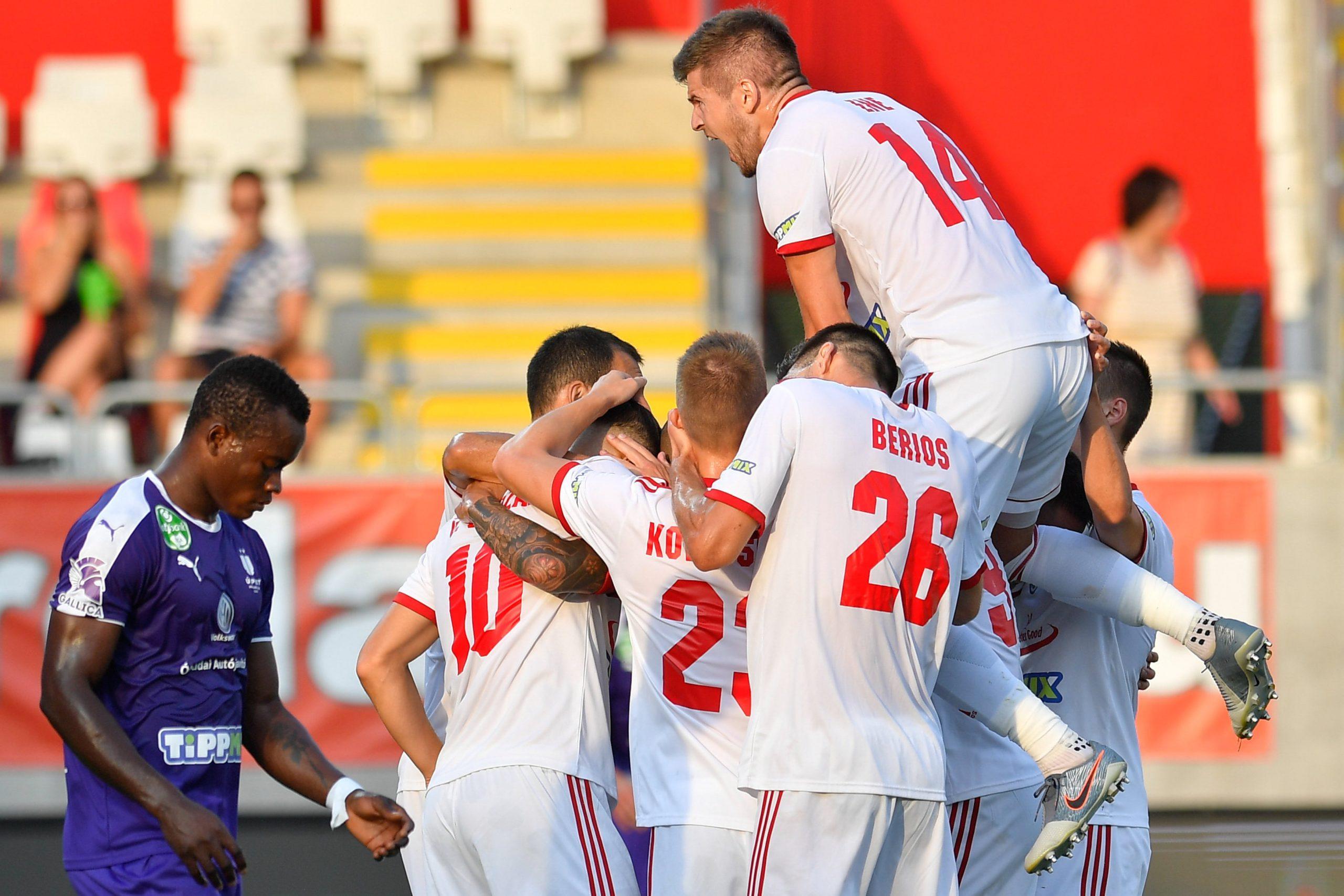 A kisvárdai csapat örül a gólnak az Újpest ellen / Fotó: MTI