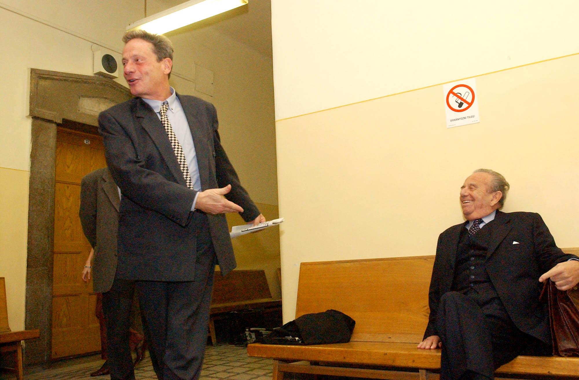 Nagy az öröm. Bálint András ünnepli a csempészettel, adócsalással és közokirathamisítással vádolt Kovács felmentését / Fotó: MTI