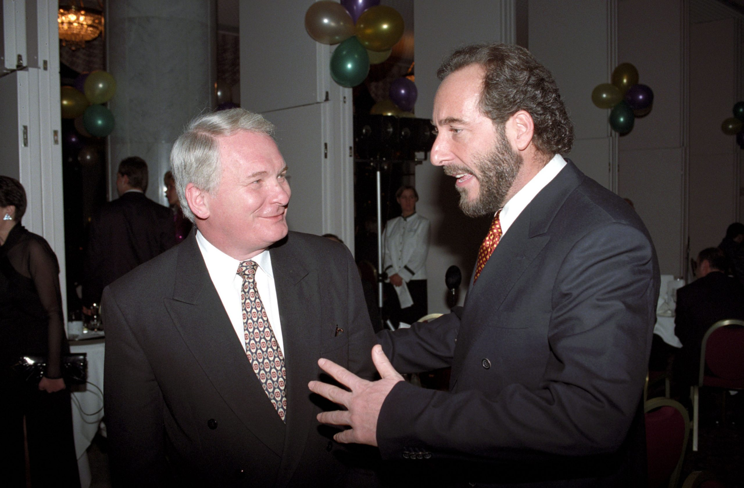 Gál Zoltán (MSZP), az Országgyûlés elnöke és Fenyõ János a VICO Rt. elnök-vezérigazgatója beszélget /Fotó: MTI