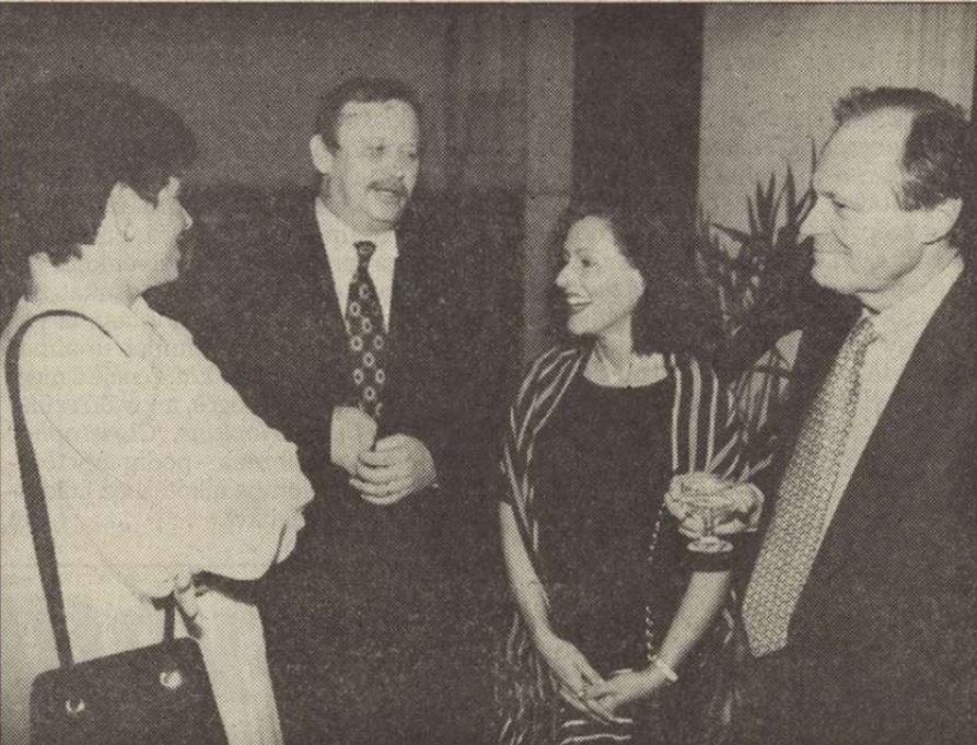 Kuncze és Medgyessy a feleségeikkel / Forrás: Vasárnapi Hírek (a Vico lapja akkoriban), Arcanum.hu