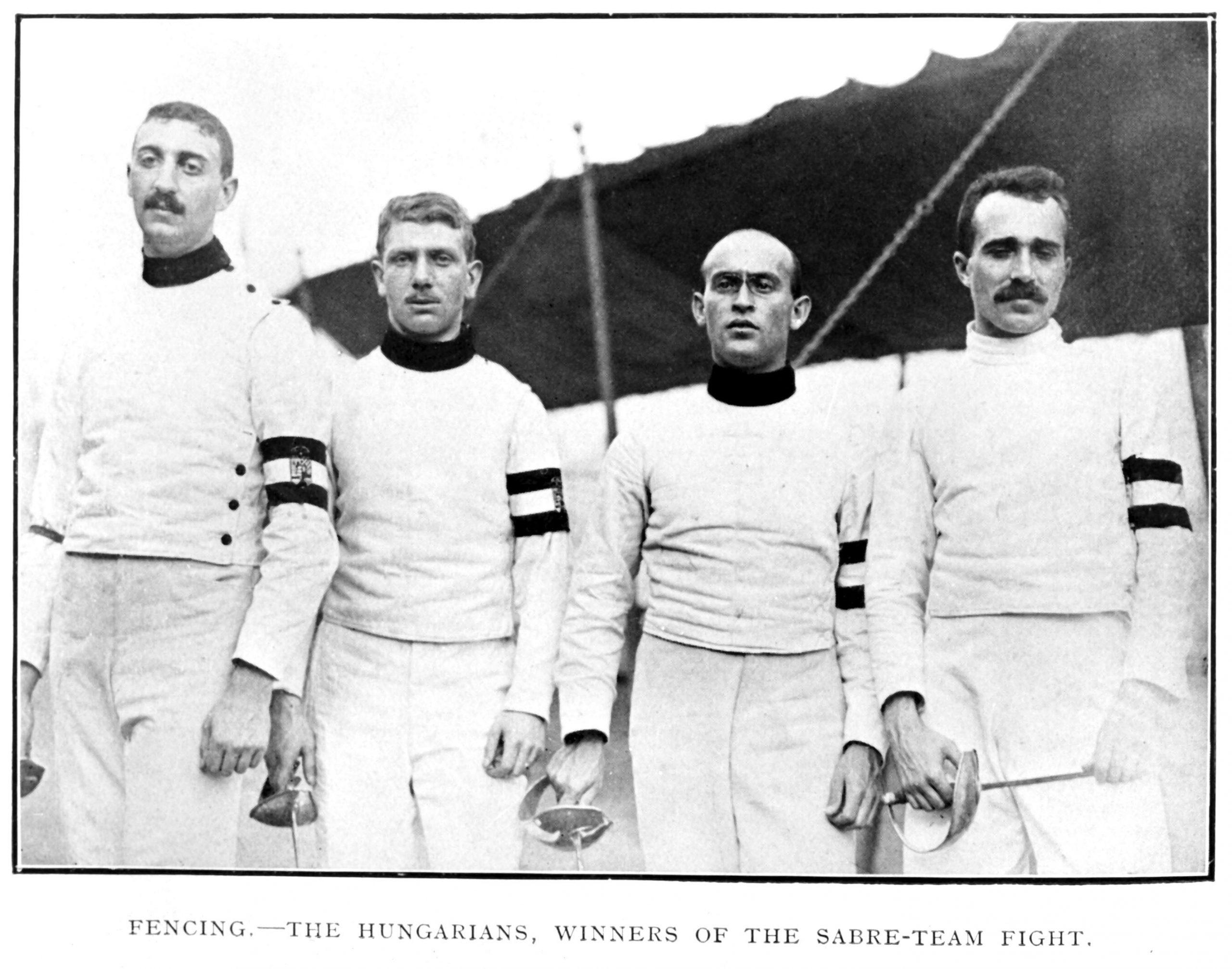 Az olimpiai bajnok férfi kardcsapat tagjainak csapatképe Londonból: Werkner Lajos, Gerde Oszkár, Fuchs Jenõ és Tóth Péter / Fotó: MTI