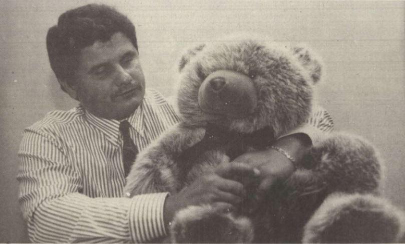 Princz és a mackója / Forrás: Magyar Hírlap, 1991, Arcanum.hu