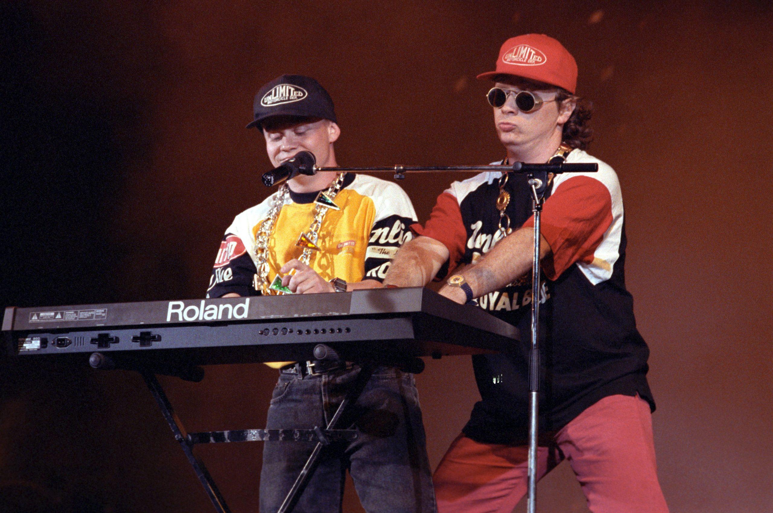 Geszti Péter (j) és Berkesi Gábor, a Rapülõk zenekar két tagja a Magyar Hanglemezgyártó Szövetség által alapított Arany Zsiráf-díj átadásán / Fotó: MTI