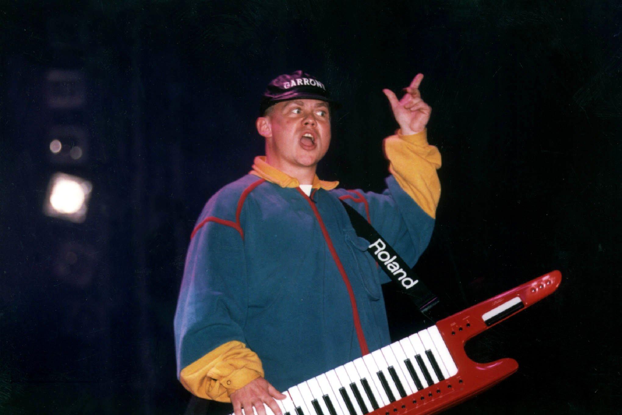 Berkes Gábor a Xénia Láz koncertjén 1996-ban / Fotó: MTI