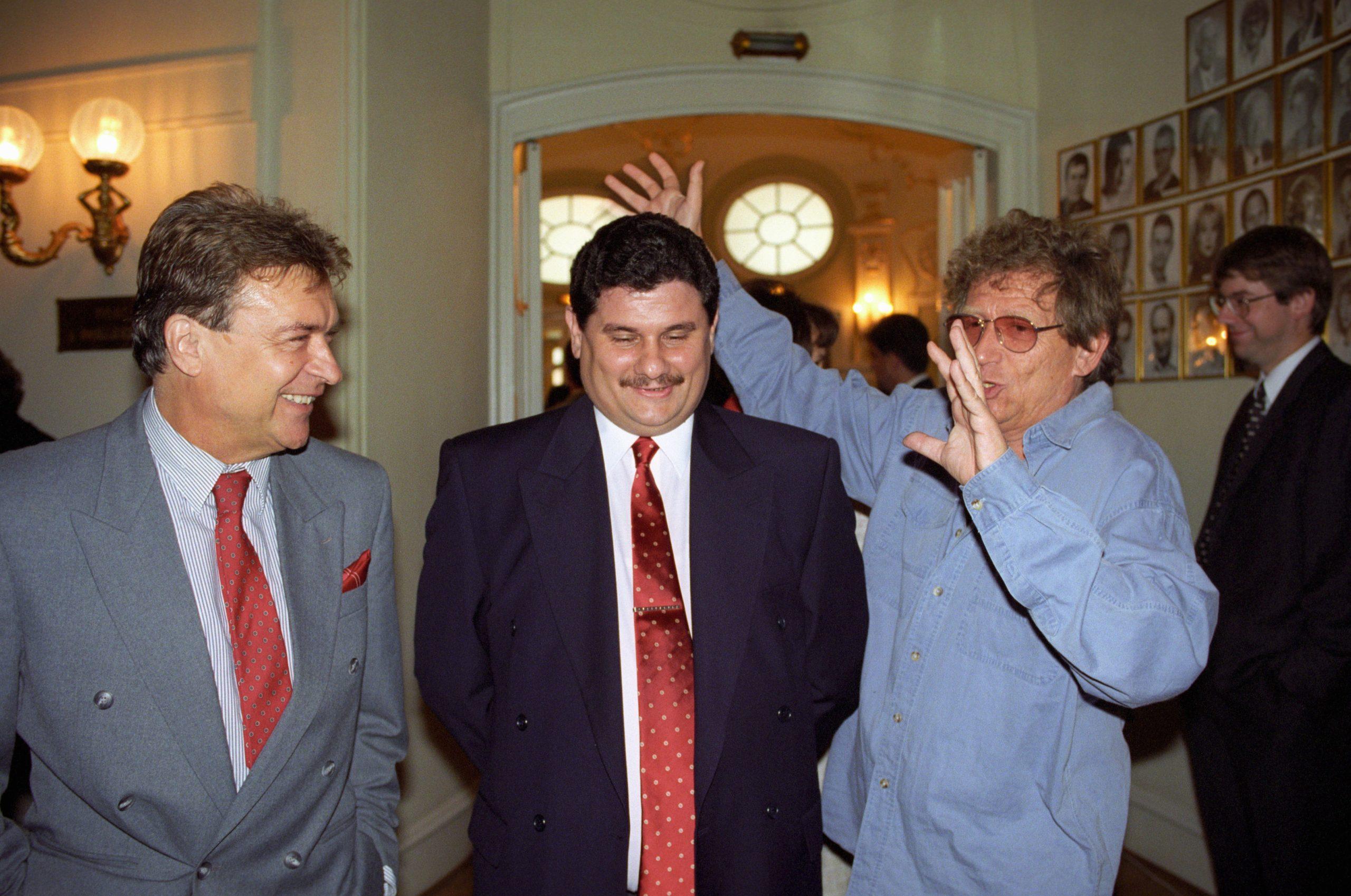 Postabank közgyűlés, Princz mellett Lukács Sándor és Kern András 1997 / Fotó: MTI