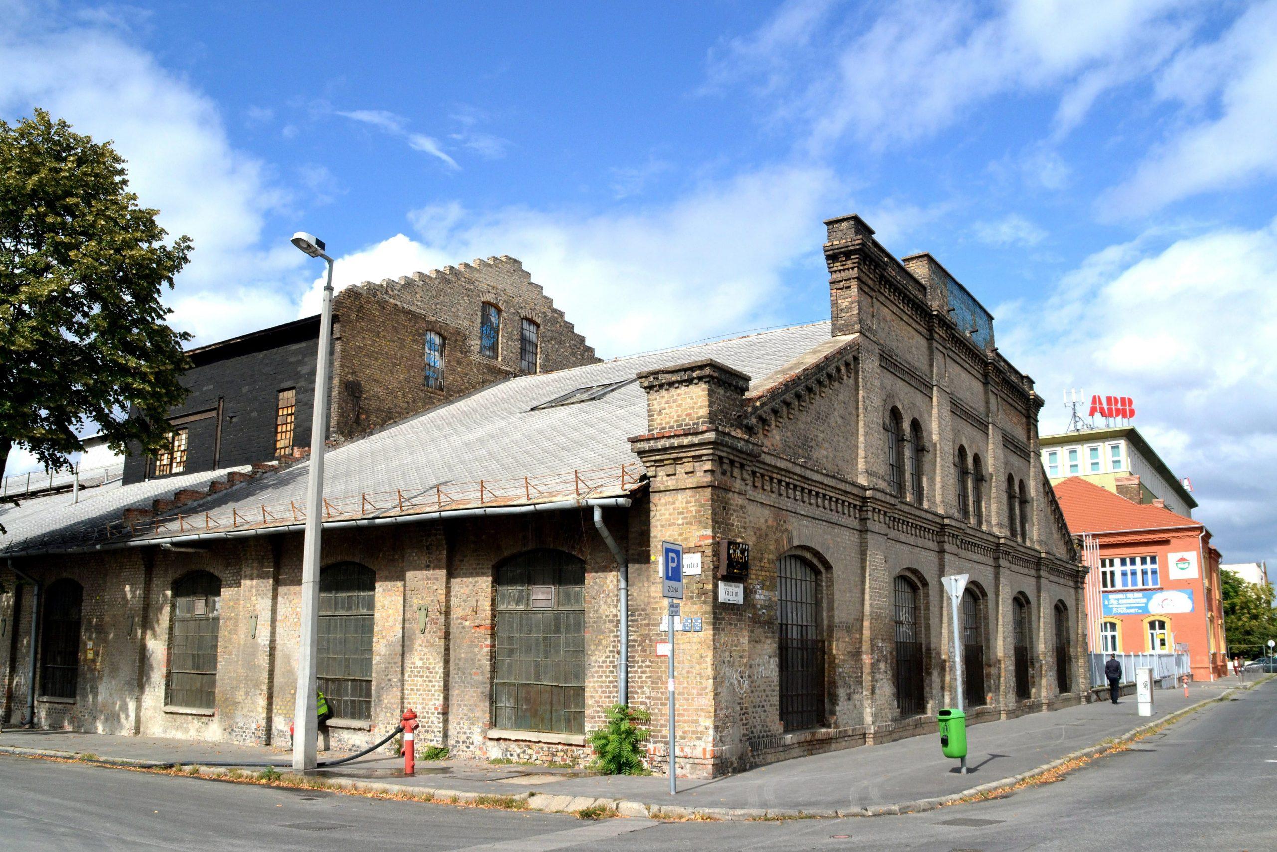 Bontják a Láng Gépgyár épületét / Fotó: MTI