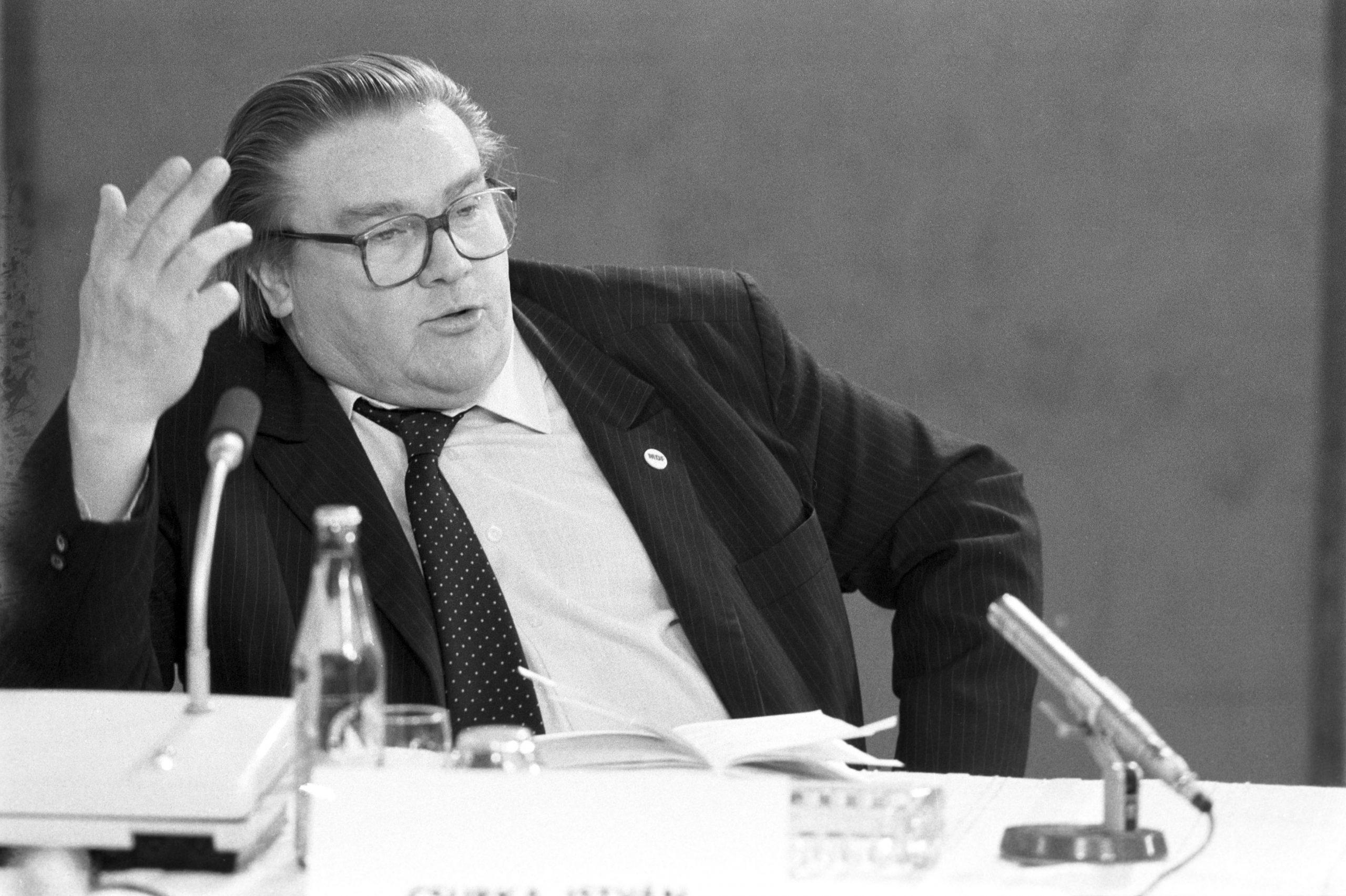 Csurka István író, a Magyar Demokrata Fórum (MDF) elnökségi tagja beszél / Fotó: MTI