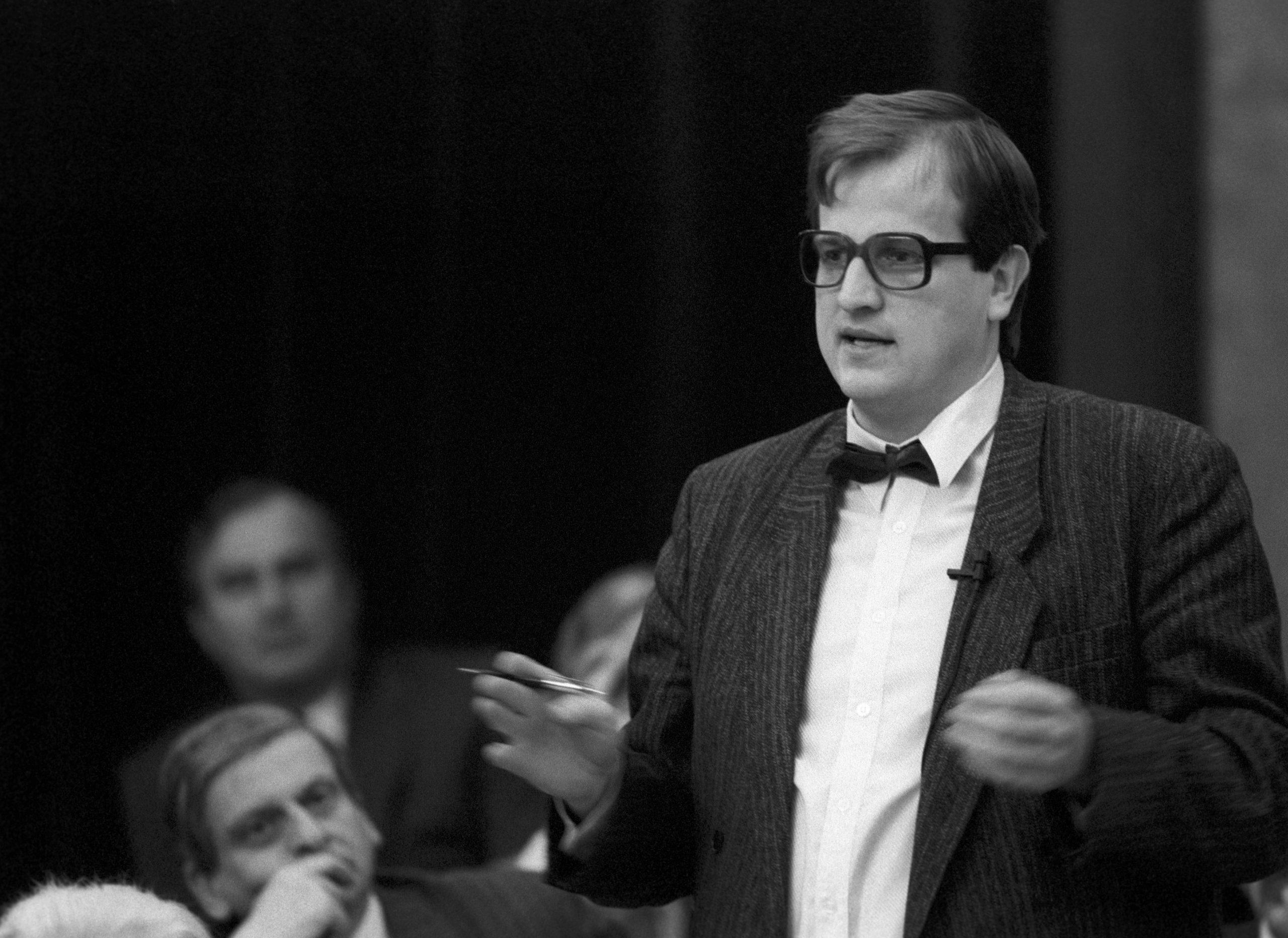Palotás János (MDF) felszólal az Országgyûlés plenáris ülésén / Fotó: MTI