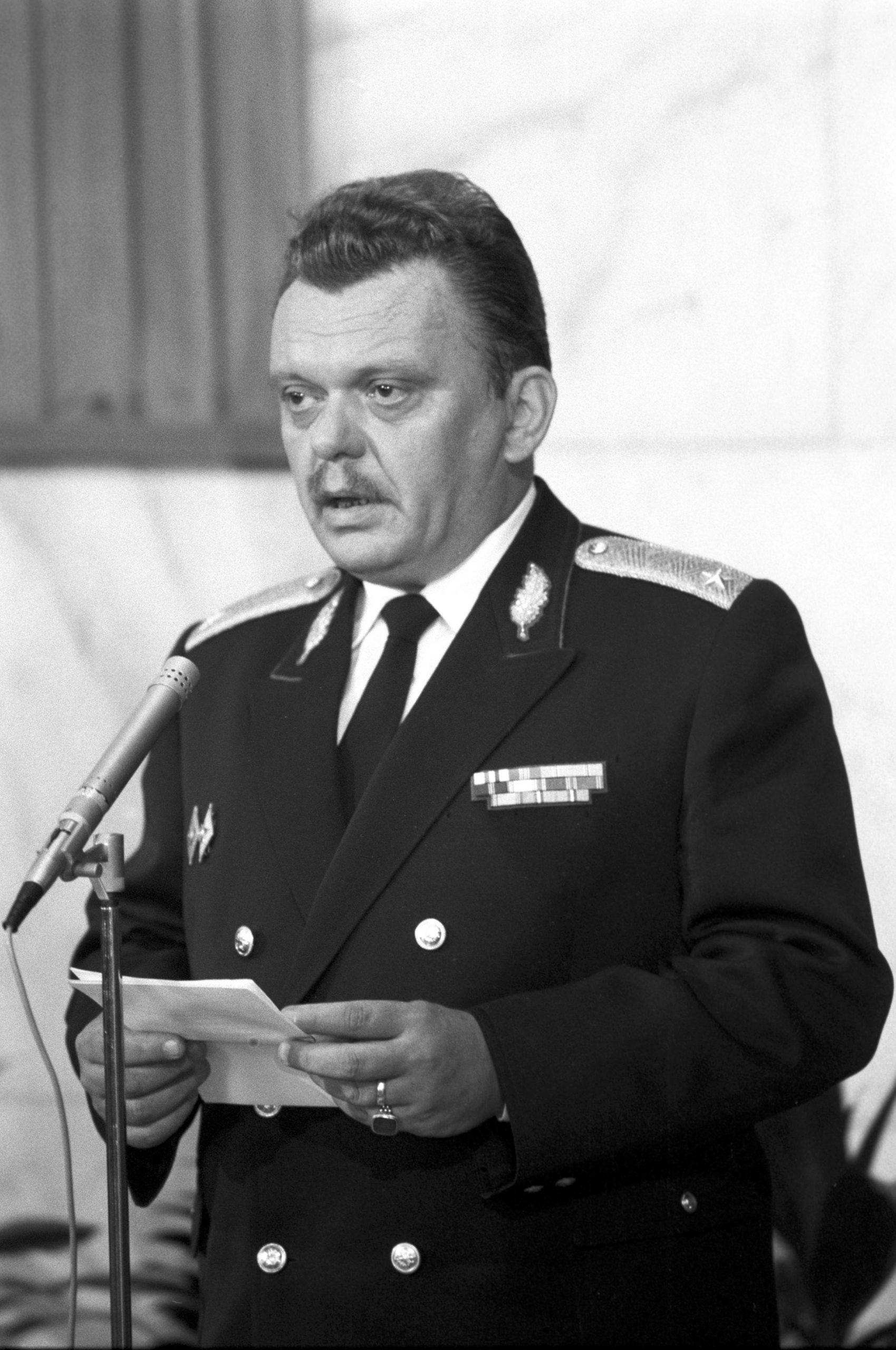 Az egyik főkolompos: Barna Sándor vezérõrnagy, a BRFK vezetője, akit Szegedről hoztak fel / Fotó: MTI