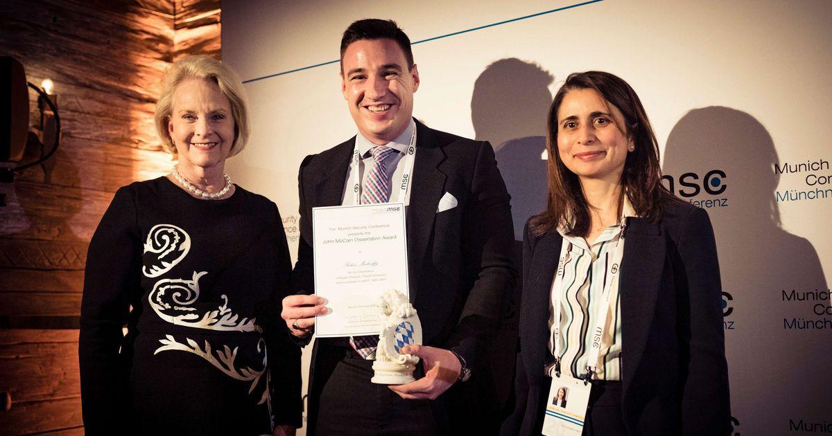 John McCain-díjjal ismerték el Mártonffy Balázst, a Nemzeti Közszolgálati Egyetem (NKE) tanársegédjét az 56. Müncheni Biztonságpolitikai Konferencián (MSC).