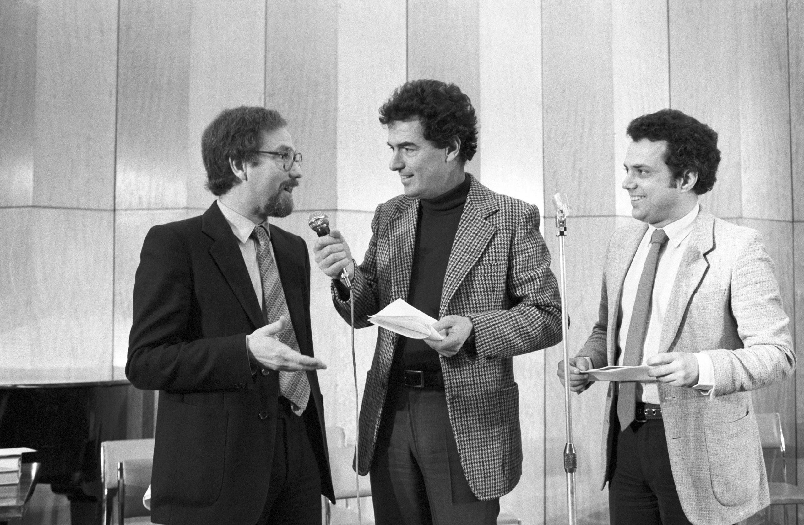 Vágó István, Szilágyi János és Rózsa György, a rádió és televízió népszerû riporter-játékvezetõi / Fotó: MTI