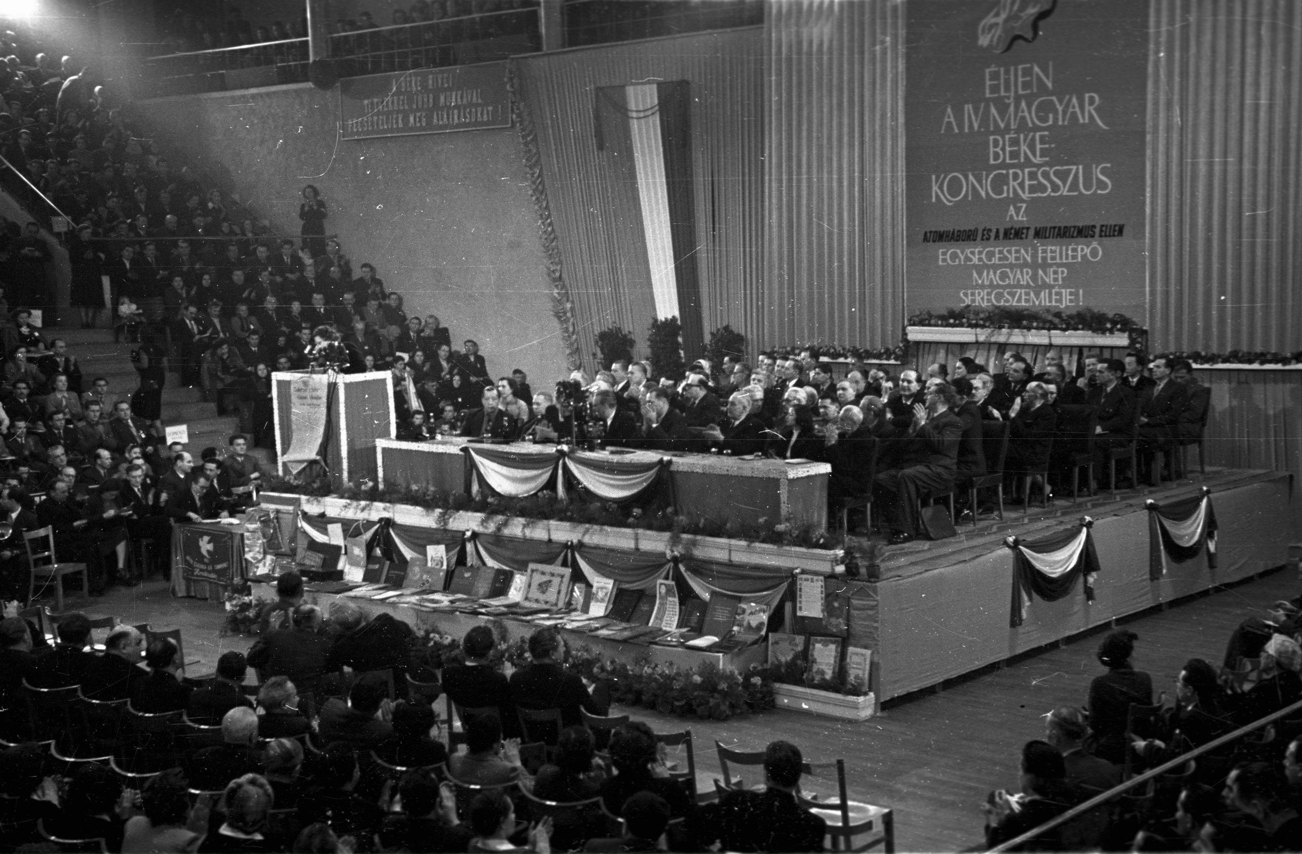 1955. IV. Magyar Békekongresszus / Fotó: Fortepan.hu, ad.: Hámori Gyula