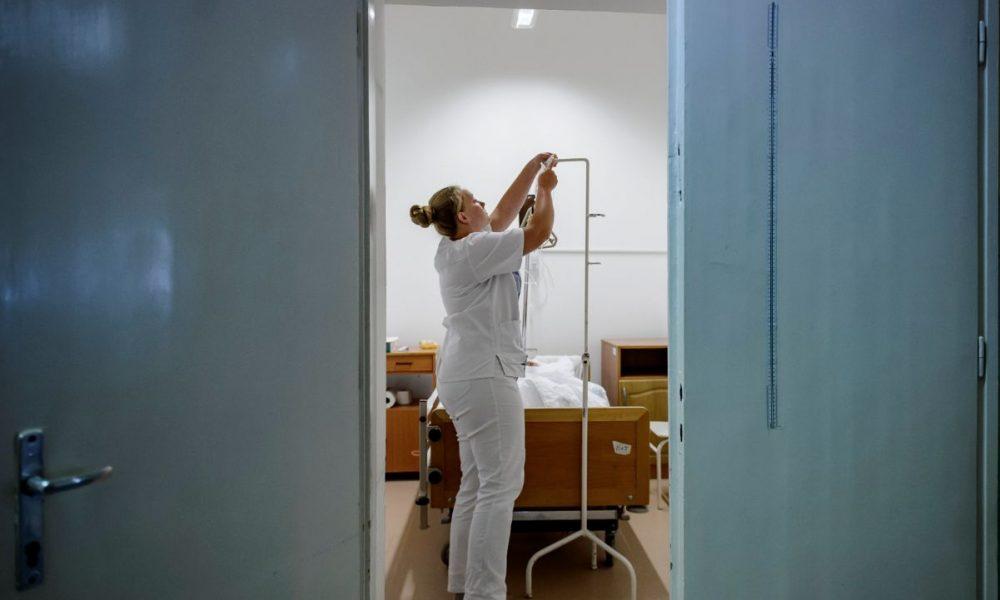 Novemberben húsz százalékkal emelik az ápolók, szakdolgozók fizetését