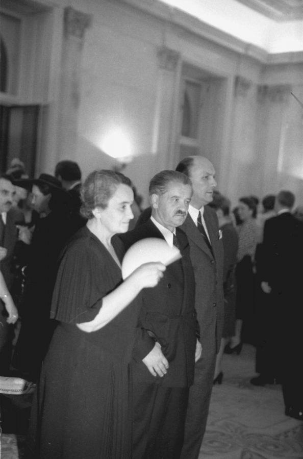 A Tildy-házaspár 1947 szeptemberében a Szövetséges Ellenőrző Bizottság tiszteletére rendezett fogadáson. Ekkor még nem sejtették, hogy életüket hamarosan családi tragédia árnyékolja be. Forrás: MTI