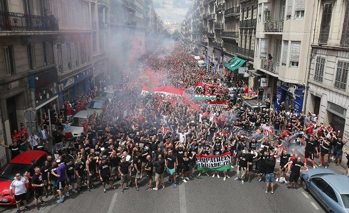 Ehhez fogható szurkolótábor nincs még egy a világon! Ha van szurkolósereg, amelynek már kijár ez a futballünnep, akkor az a magyar!<br /> Fotó: MTI/Illyés Tibor