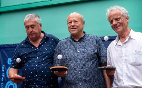 Az összhang ma is megvan, csak nézzék meg a labdákat - a nagy hármas, Klampár Tibor, Jónyer István és Gergely Gábor idén augusztusban, Jónyer 70. születésnapján. Fotó: MTI - Szigetváry Zsolt