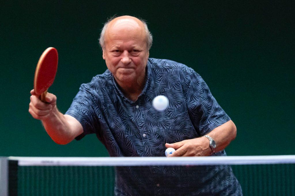 Jónyer István a 70. születésnapján, játék közben. Fotó: MTI/Szigetváry Zsolt