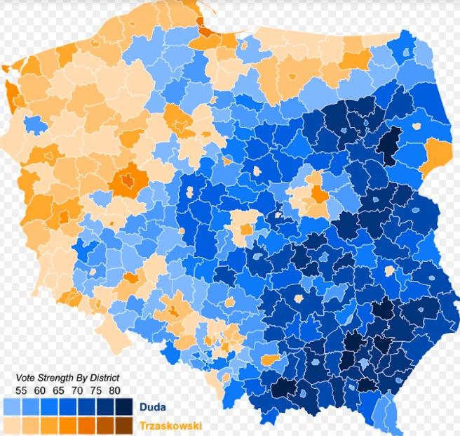 Lengyelország megosztottsága több, mint szembetűnő. Keleti részein Duda (kék), északnyugati harmadán viszont Trzaskowski (barna) támogatói vannak többségben. Forrás: wikipedia