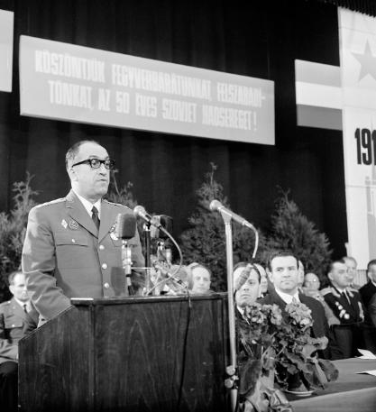 Csémi Károly, aki mint az I. Karhatalmi Ezred parancsnoka, tűzparancsot adott 1956. december 6-án a Nyugati pályaudvarnál. Öt ember halt meg a sortűzben. Kádár példaértékűnek nevezte a fellépését. Fotó: MTI - Friedmann Endre
