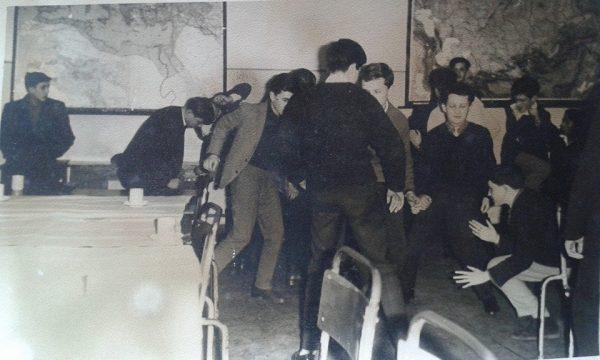 Pannonhalmi diákok twistelnek. 1960-as évek, magángyűjtemény.