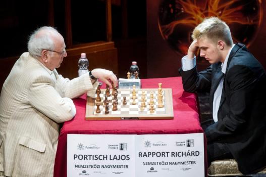 Portisch Lajos (balra) Buenos Airesben olimpiai bajnok lett. Rapport Richárd 2024-ben hazai környezetben ismételheti meg ezt a bravúrt. Fotó: MTI - Szigetváry Zsolt
