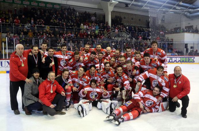 A DVTK Jegesmedvék jégkorong-csapata nyert már Magyar Kupát, és magyar bajnoki címet is. A cél idén a rájátszás elérése. Fotó: MTI