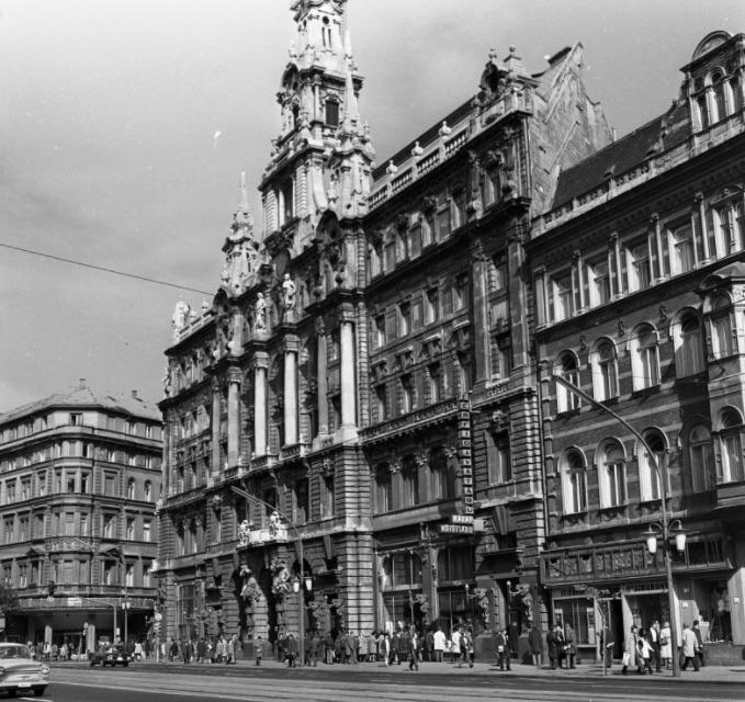 New York palota, Hungária (korábban és ma New York) kávéház. / Fotó: Fortepan.hu, ad.: Urbán Tamás
