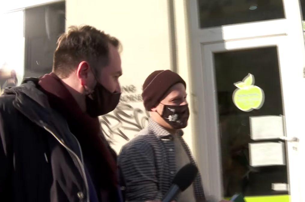 Hisztis nyusziként menekült A Riporter kérdései elől a 444 nagydumás újságírója (Videó!) - PestiSrácok