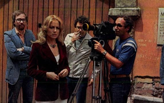 Vágó (balra) egy tévés forgatáson / Forrás: Arcanum.hu