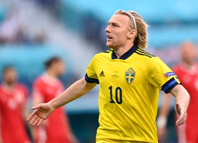 Emil Forsberg ünnepli gólját a Svédország-Lengyelország Eb-csoportmeccsen Szentpéterváron. Fotó: MTI/EPA/Reuters pool/Kirill Kudrjavcev