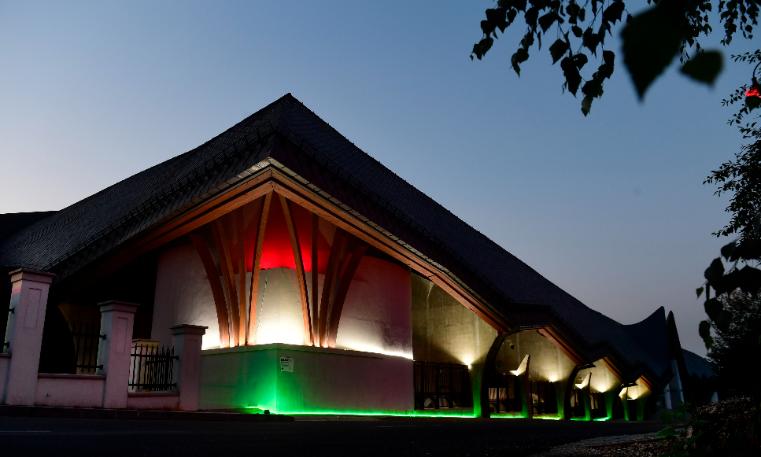 A Pancho Aréna Felcsúton, nemzeti színekben! Fotó: MTI/Koszticsák Szilárd