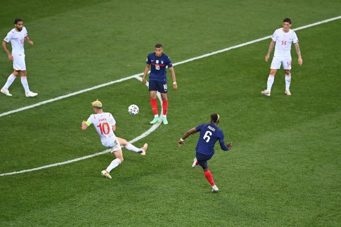 Paul Pogba szenzációs tekerése után még úgy tűnt, hogy eldőlt a mérkőzés. Svájc azonban másként gondolta. Fotó: MTI/EPA/AFP/Daniel Mihailescu