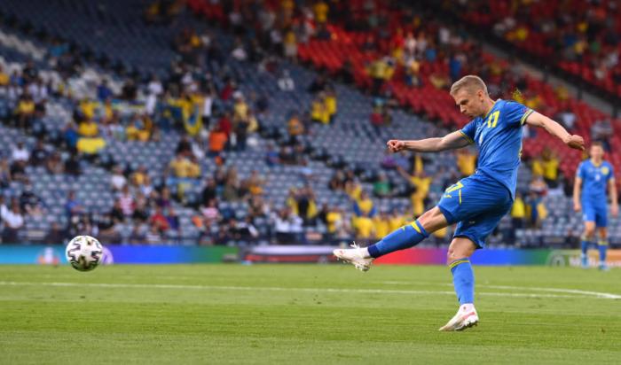 Zincsenko kiváló kapáslövése után a labda úton a svéd hálóba. Fotó: MTI/EPA/GETTY/Stu Forster