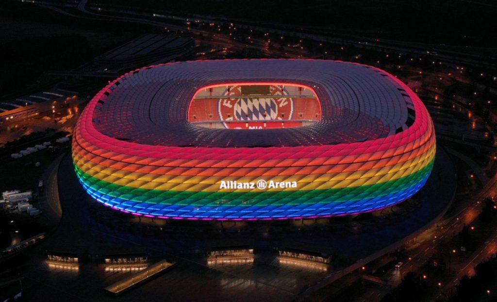 A Bayern München stadionja szivárványszínekben pompázva
