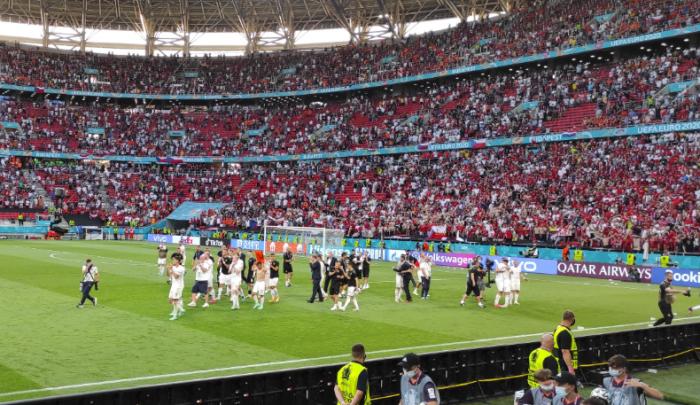 A cseh labdarúgók öröme Hollandia legyőzése után a Puskás Arénában.<br /> A szerző felvétele.
