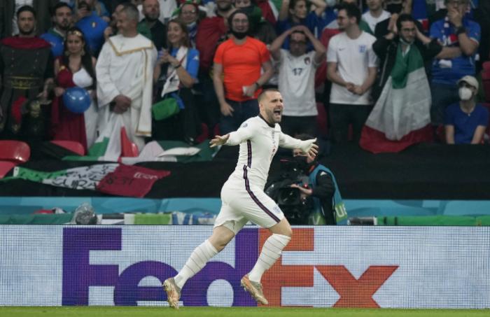 Luke Shaw extázisban ünnepli gólját az Eb-döntőn a Wembley Stadionban. Fotó: MTI/EPA Pool/Frank Augstein