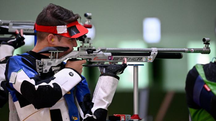 Péni István keze nem remegett meg, kiváló lövészete 5. helyezést ért a légpuskások egyéni versenyében. Fotó: MTI/Czeglédi Zsolt