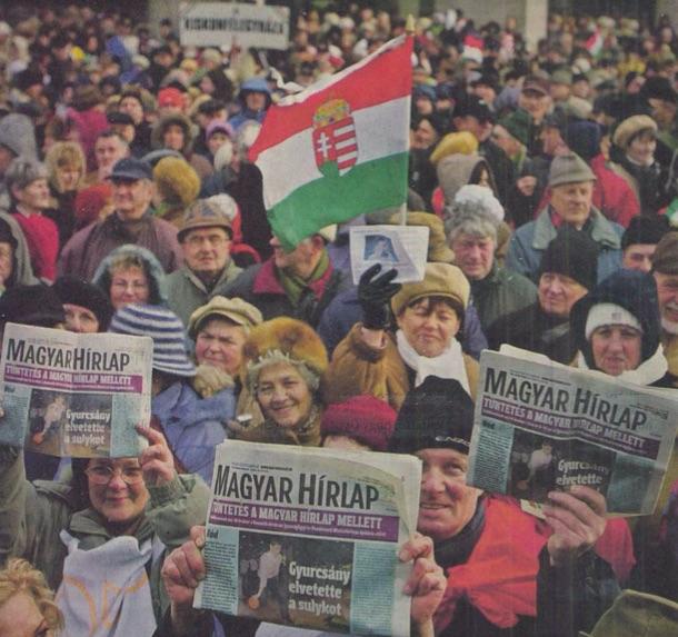 Fotó a tüntetésről a Magyar Hírlapban, készítette Hegedűs Róbert