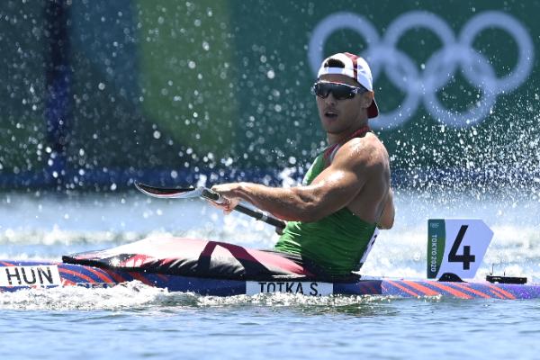 A célba érkezés utáni pillanatban még kérdő tekintettel fürkészte az eredményjelzőt, ahol azt láthatta kiírva, hogy valóra vált az álma: olimpiai bajnok lett! Fotó: MTI/Kovács Tamás